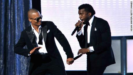 Rappers T.I. (L) and Kanye West perform during the 51 annual Grammy Awards in 2009.