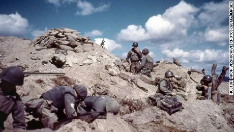 1952: US soldiers dig in to a hill in Korea during the Korean war