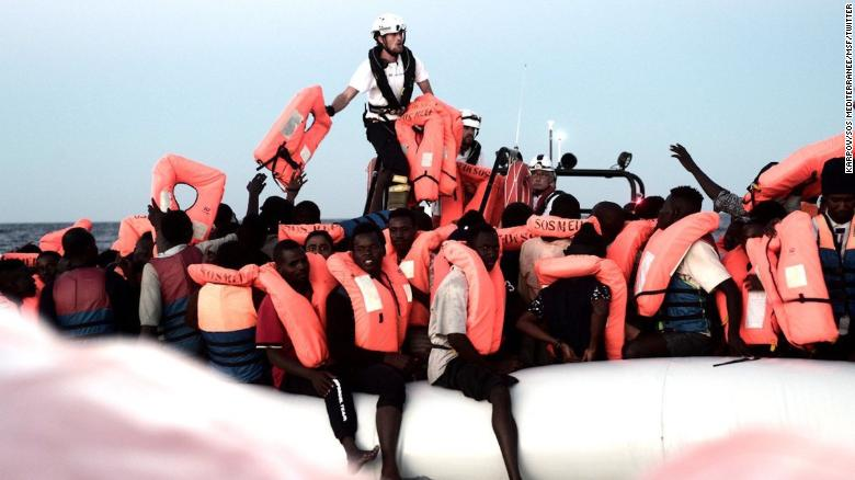 Italy transports migrants to Spain