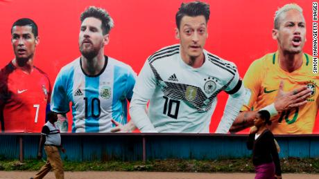 Messi miscues at the World Cup, where he can not afford to