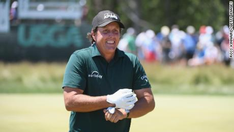 Phil Mickelson apologizes for hitting moving ball at US Open