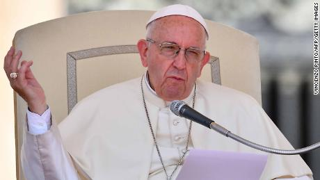 Sex abuse scandal sends Pope's approval among US Catholics to new lows