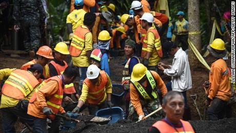 What are the options for rescuing the trapped Thai soccer team?