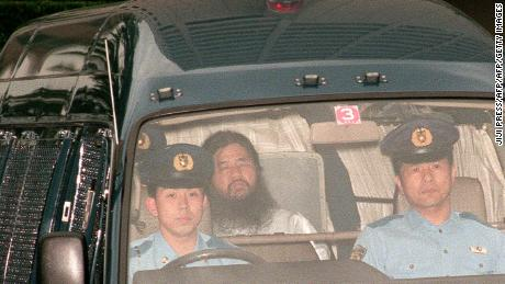 19 1995 Shoko Asahara, head of the doomsday cult Aum Shinrikyo is transferred from Tokyo police headquarters to Tokyo District Court for questioning