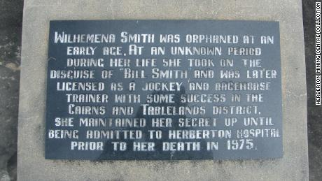 Until 2005, Smith was buried in an unmarked grave.