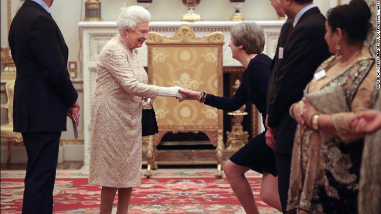 Trump late for meeting with Queen Elizabeth II