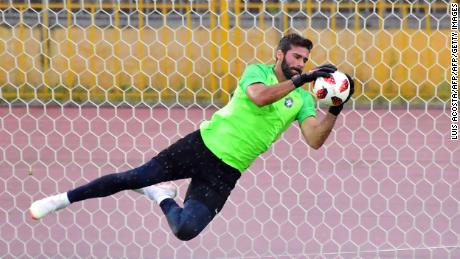 Liverpool signs Brazilian goalkeeper Alisson from Roma
