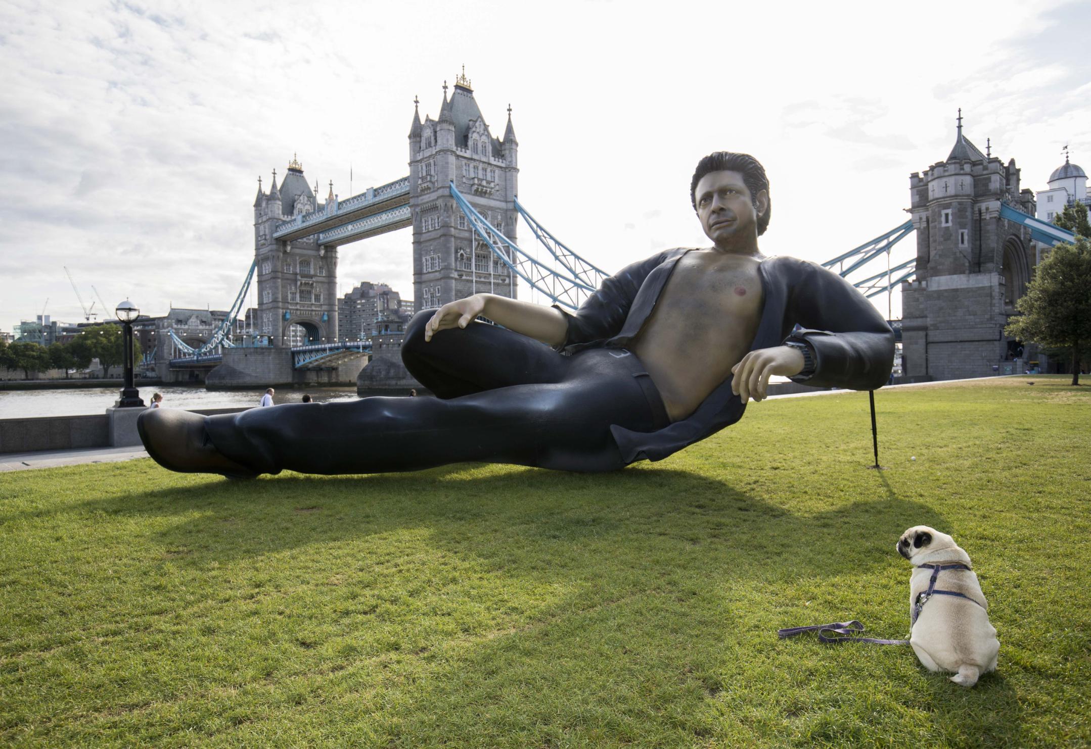 Giant semi-nude Jeff Goldblum ...