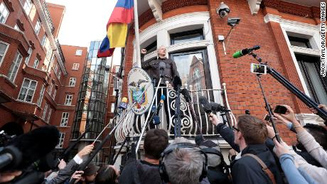 LONDON, ENGLAND - MAY 19:  Julian Assange speaks to the media from the balcony of the Embassy Of Ecuador on May 19, 2017 in London, England.  Julian Assange, founder of the Wikileaks website that published US Government secrets, has been wanted in Sweden on charges of rape since 2012.  He sought asylum in the Ecuadorian Embassy in London and today police have said he will still face arrest if he leaves.  (Photo by Jack Taylor/Getty Images)
