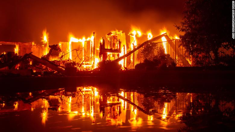 Carr Fire: California wildfire blazes toward Redding as evacuations mount - 1 dead