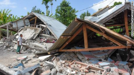 Magnitude 6.4 quake rocks Lombok region of Indonesia