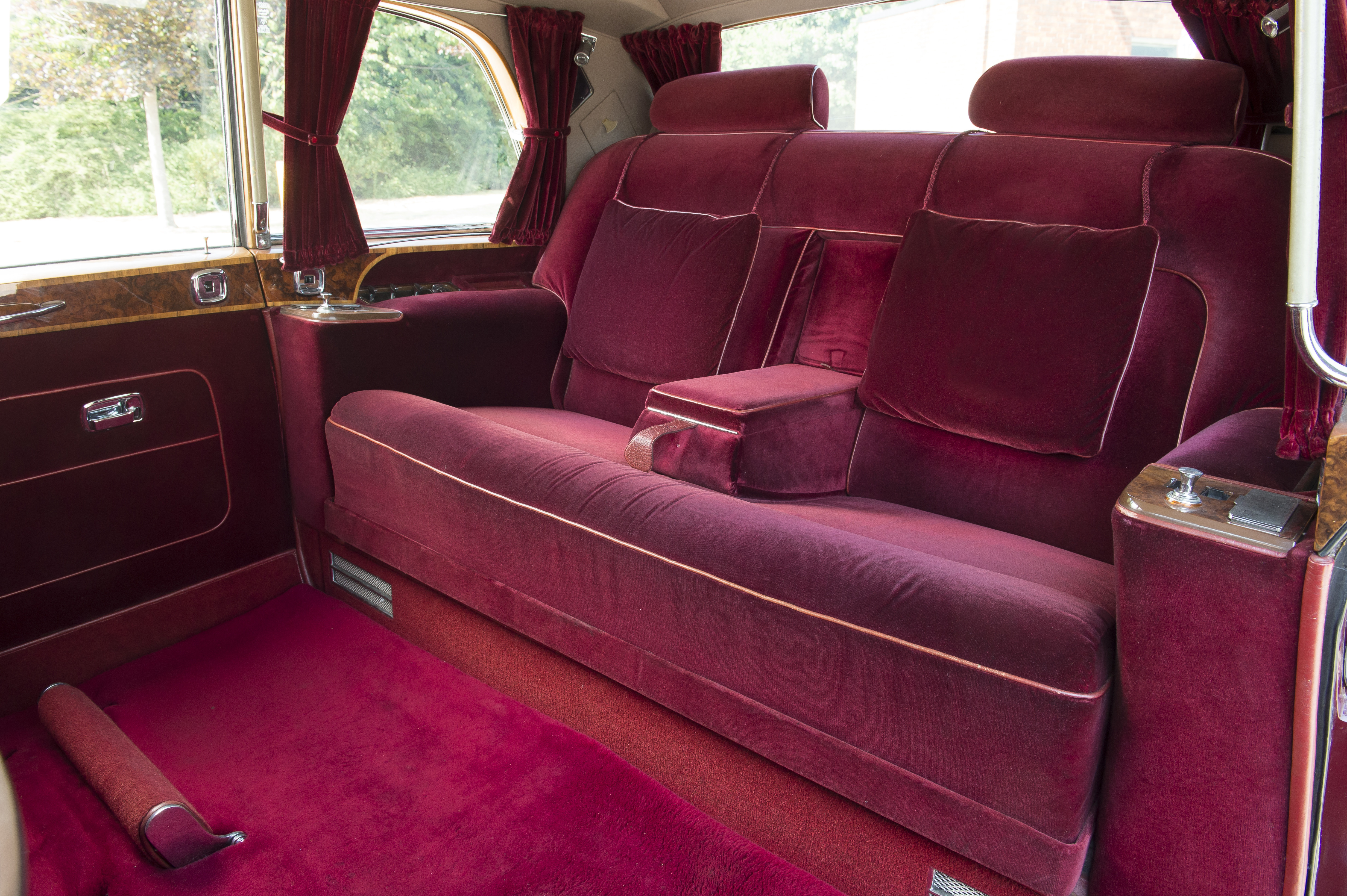 The Queen S Vintage Rolls Royce Is Up For Sale Cnn Style