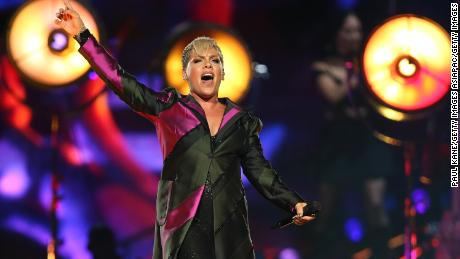 Pink lands in Australia hospital, calls off concert