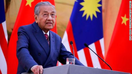 China will sympathise with Malaysia's fiscal problems: Mahathir
