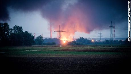 German refinery explosion injures 8, forces residents from homes