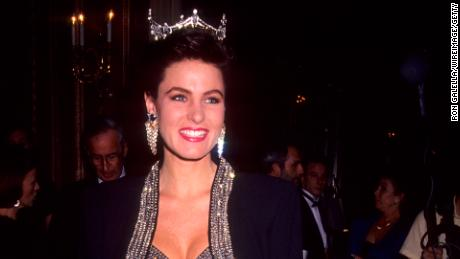 Carolyn Suzanne Sapp was crowned Miss America 1992 in the year prior.