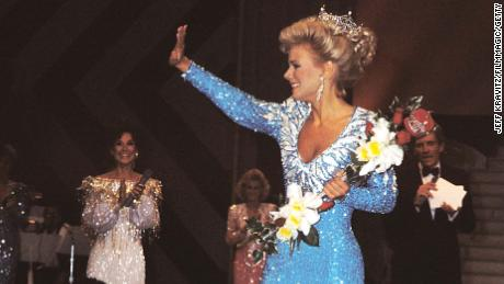Gretchen Carlson was crowned 1989 Miss America in 1988.