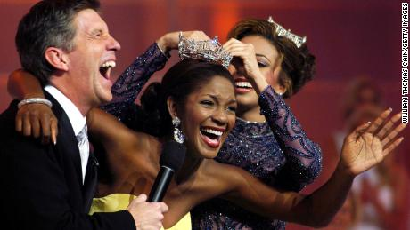 Ericka Dunlap, former Miss Florida, is crowned Miss America 2004.