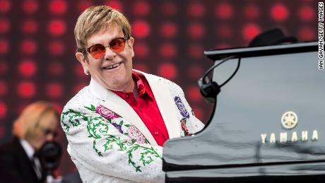 Elton John qualifie d'hypocrite Vladimir Poutine de lettre ouverte sur ses propos sur les LGBT