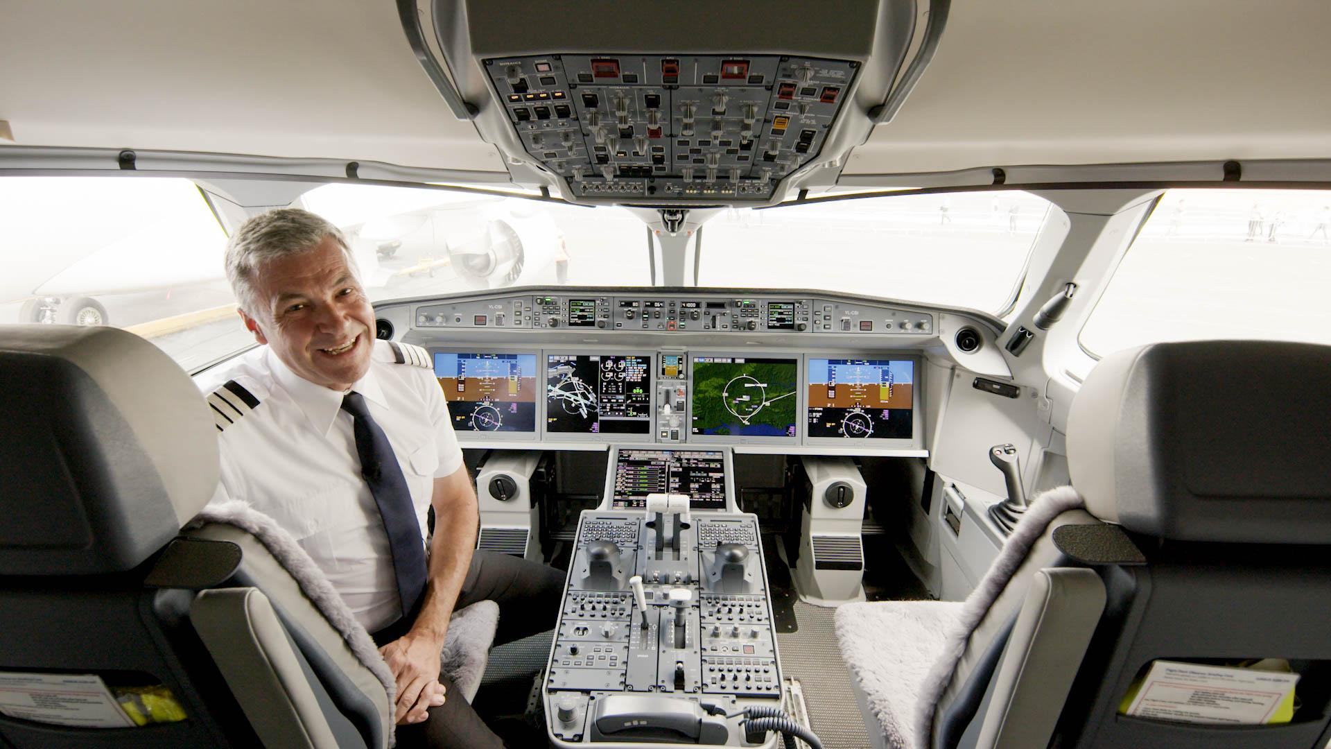 Airbus A220: A cockpit tour