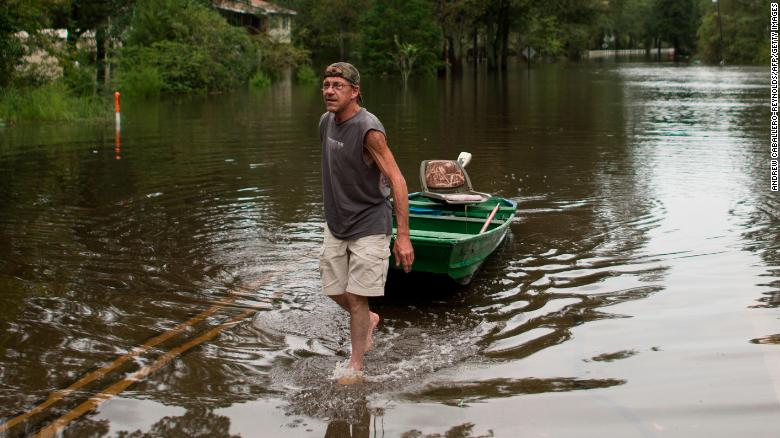 Hurricane Florence: 16 dead but 'worst is still to come'