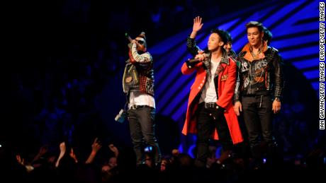 G-Dragon, Taeyang, T.O.P, Daesung and Seungri of Korean band Bigbang receive the Best Worldwide Award during the MTV Europe Music Awards 2011 live show.