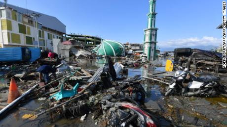 Indonesia natural disaster : Desperation visible among the displaced as aid efforts lag