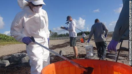 Red tide spreads to Florida's east coast, shuttering some Miami-Dade beaches