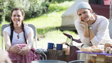 Ione Skye, Jennifer Garner in 'Camping'