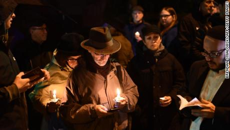 Pittsburgh rabbi says he won't 'let hate close down' his synagogue after massacre