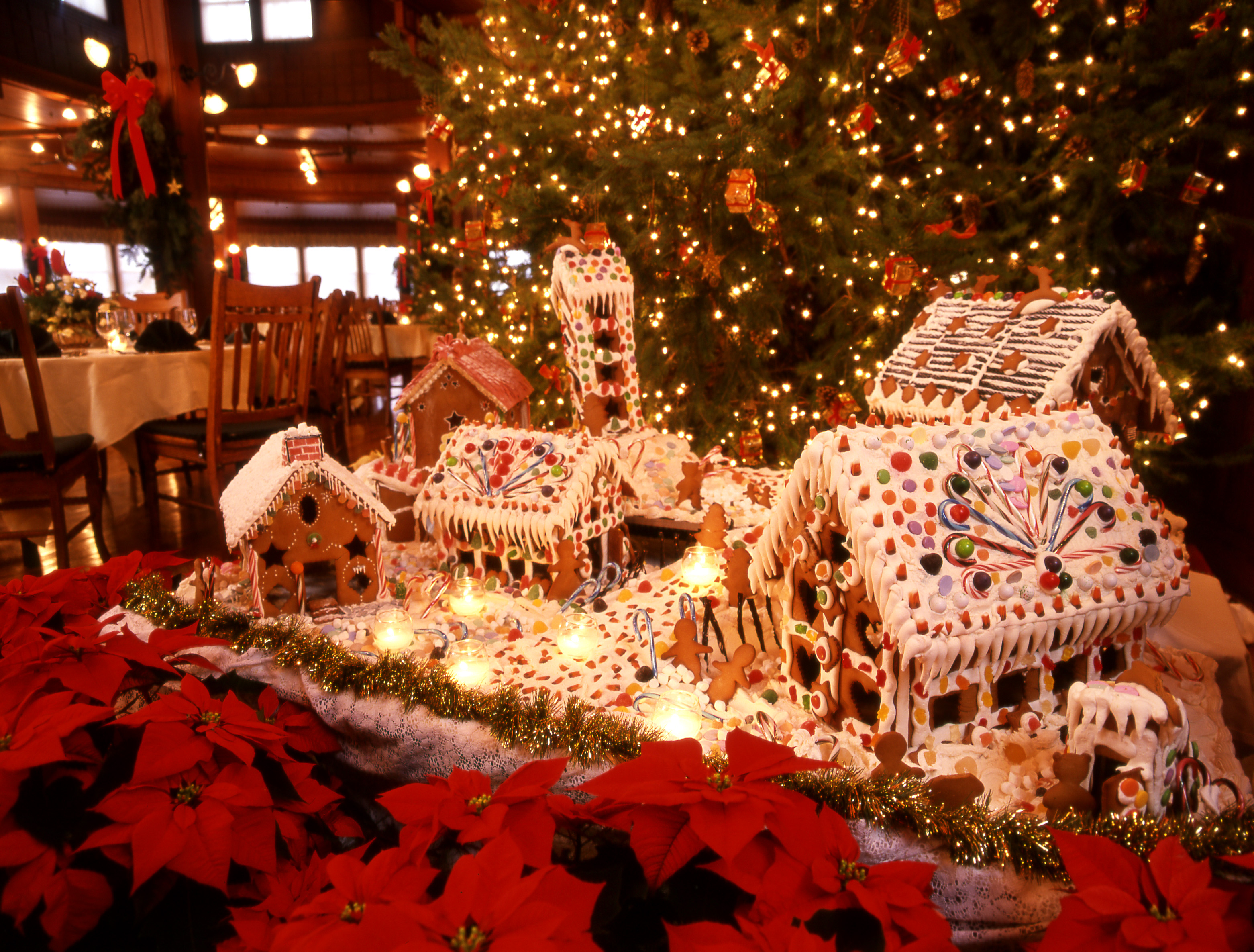 Christmas Holidays Pictures.Hotels At Christmas 15 That Go All Out For The Holidays