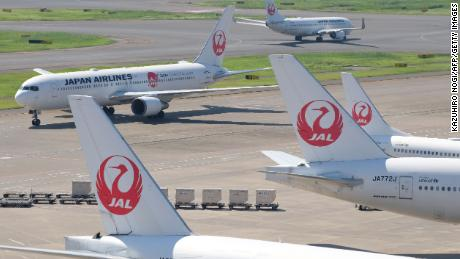 Japan Airlines pilots 'failed 19 breathalyzer tests'