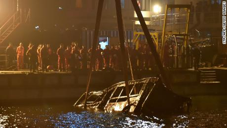 Bus recovered 4 days after deadly plunge off Chinese bridge