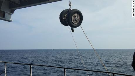 The Indonesian authorities pulled a wheel from Lion Air on Friday.