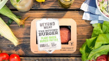 Saignements & # 39; Un hamburger à base de plantes frappe le marché végétalien britannique en pleine croissance