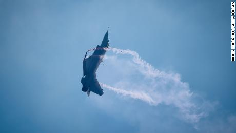 China touts fighter jets at public airshow