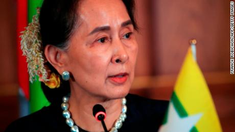 Jacinda Ardern meets with Myanmar's leader, voices concern on Rohingya situation