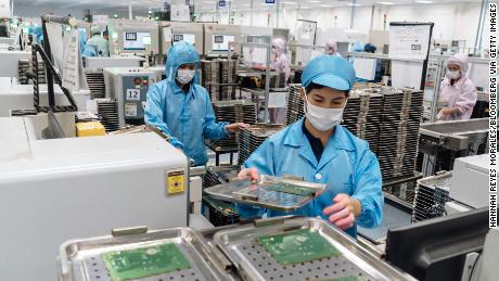 Employees at a facility of Cal-Comp Technology, a unit of New Kinpo Group, in the Philippine city of Lipa. The contract electronics manufacturer is expanding in the Philippines and Thailand to keep up with customers' demands to shift manufacturing away from China.