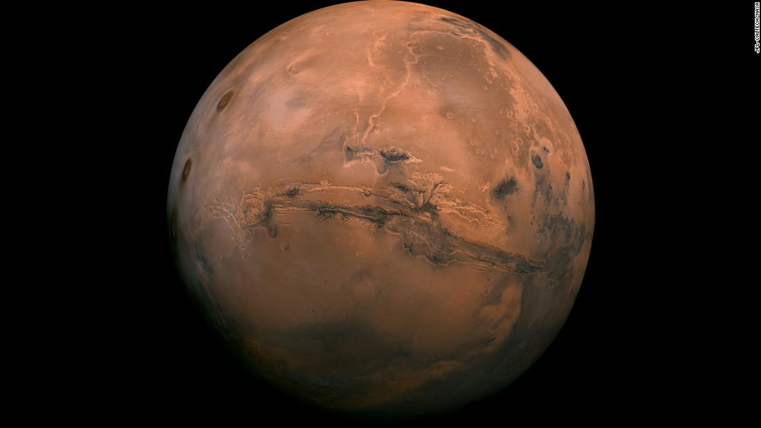 This perspective of Mars' Valles Marineris hemisphere, from July 9, 2013, is actually a mosaic comprising 102 Viking Orbiter images. At the center is the Valles Marineris canyon system, 以上 2,000 kilometers long and up to 8 kilometers deep.