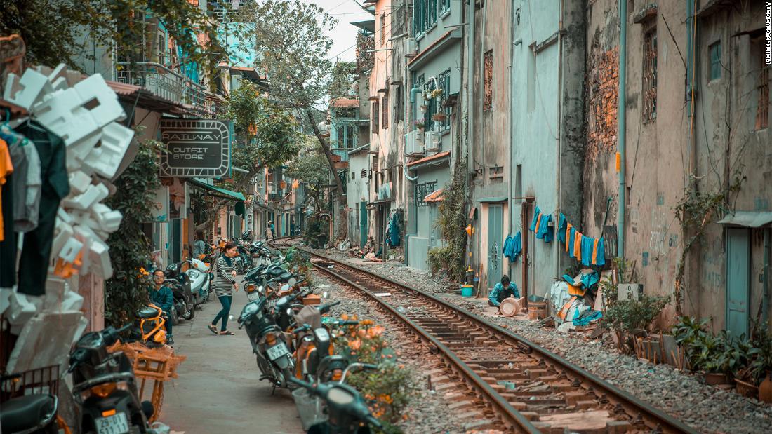 Hanoi to shut down 'train street' cafes