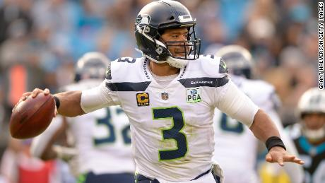 Russell Wilson threw for 339 and two touchdowns in Seattle & # 39; s come-from-behind victory in Carolina.