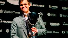 Magnus Carlsen îl învinge pe Fabiano Caruana pentru a câștiga Campionatul Mondial de Șah