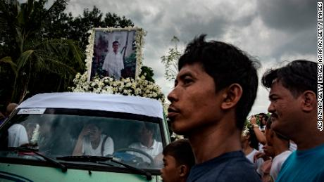 Family, friends, and supporters join  Delos Santos' funeral in Caloocan city, in August 2017. More than a thousand Filipinos marched the streets to call for justice for the high school student.