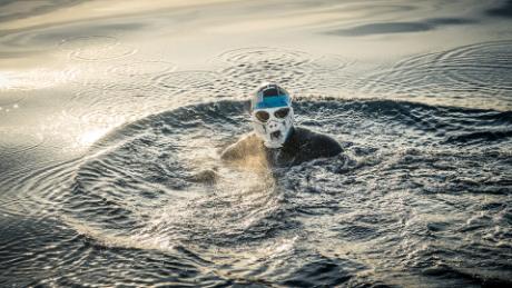 Edgley fashioned a makeshift anti-jellyfish mask.