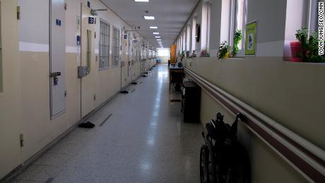 Partes del Instituto Correccional de Nambu pueden parecerse más a un ala de hospital que a una prisión.