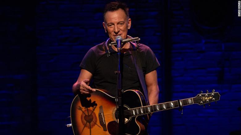 Bruce Springsteen trong chương trình biểu diễn một người ở sân khấu Broadway, kéo dài 14 tháng.