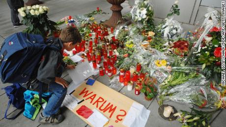 """A boy lays a letter in front of the Italian restaurant """"Da Bruno"""" in 2007, after six members of the Pelle clan were shot dead."""