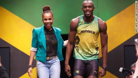 Cedella Marley (à gauche) avec Usain Bolt lors de la présentation du kit de l'équipe jamaïcaine pour Londres 2012.