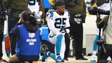Eric Reid qualifie l'utilisation de Colin Kaepernick par la NFL de « diabolique »