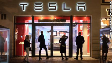 Tesla's general counsel leaves the company after two months